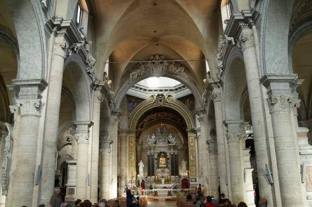interior iglesia de Santa Maria dei popolo