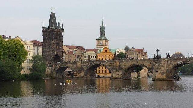 Puente de Carlos Praga y Torre de la Ciudad Vieja