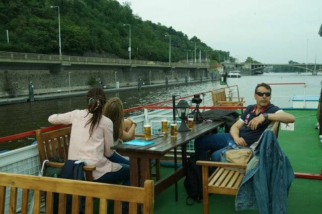 Paseando en barco en Praga