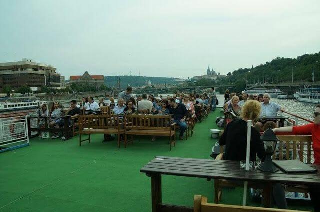 Paseo en barco en Praga