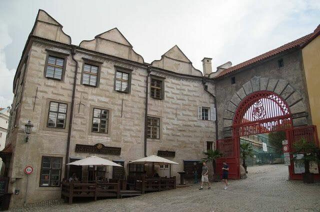 Puerta Roja castillo de Cesky