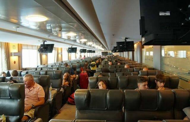 Ferry de Atenas a Naxos