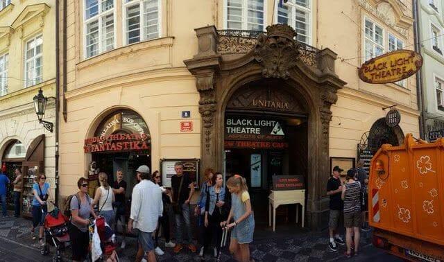fachada ta fantastika Teatro negro Praga