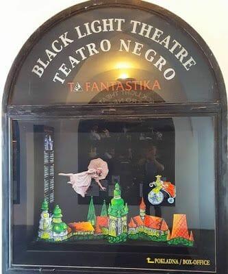 vale la pena el teatro negro de Praga