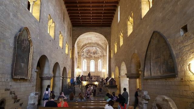interior Basílica de San Jorge castillo Praga