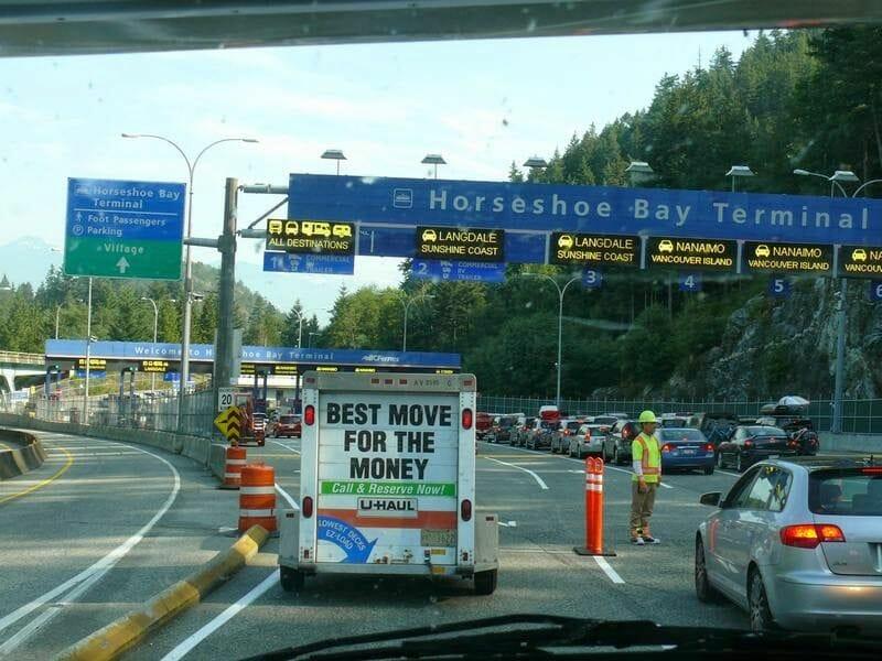 colas para cruzar en ferry a isla Victoria desde Vancouver