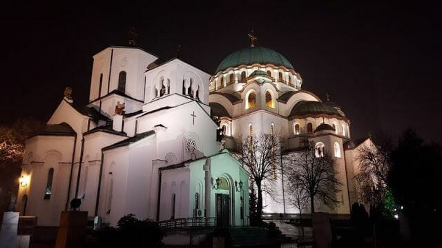 Catedral de San Sava de noche