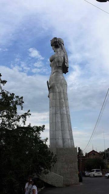 Estatua Madre Georgia de Tiflis