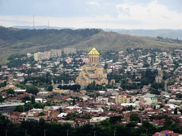 catedral Sameba desde lejos