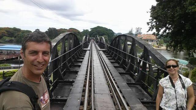 Ir de Bangkok Kanchanaburi y ver el puente sobre el río Kwai