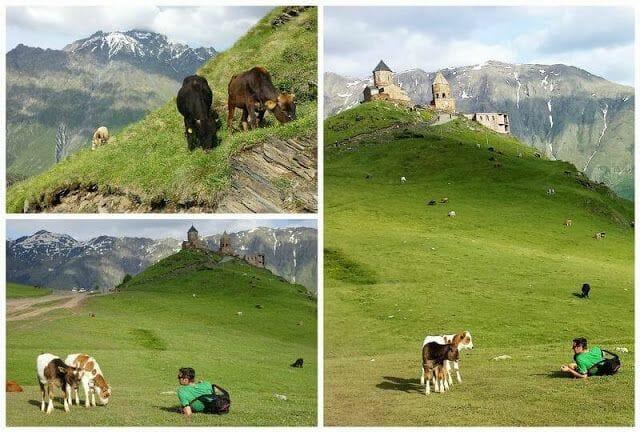 monasterio de la Trinidad Gergetijunto al monte kazbek