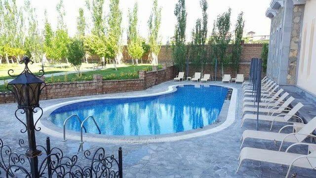piscina Caucasus hotel Erevan
