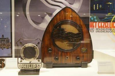 Exposiciones de radios y televisiones antiguos de Philips