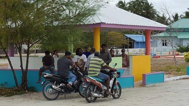 gente isla de Nilandhoo Maldivas