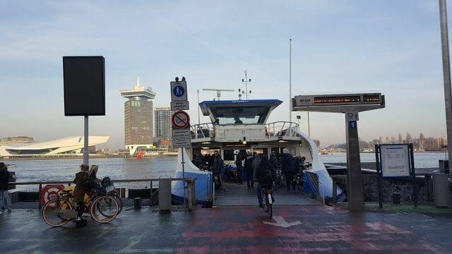 ferry desde estacion central a torre Adam amsterdam