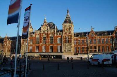 Exterior estación central de Ámsterdam