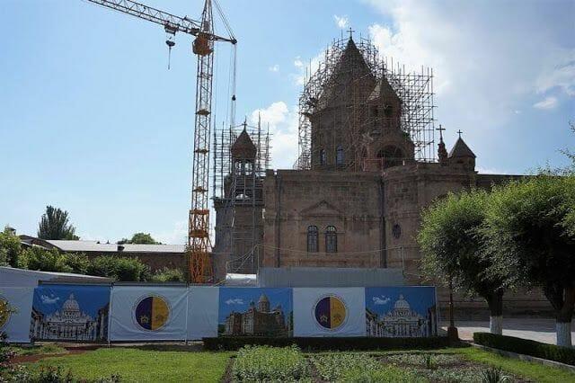 lateral de catedral de Echmiadzin