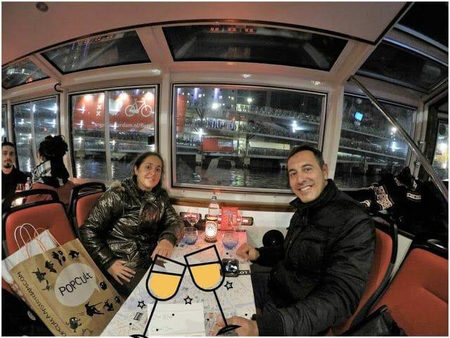 cenar paseando por los canales de Ámsterdam