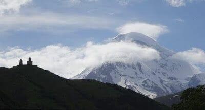 viaje a Georgia y Armenia viendo el Kazbek
