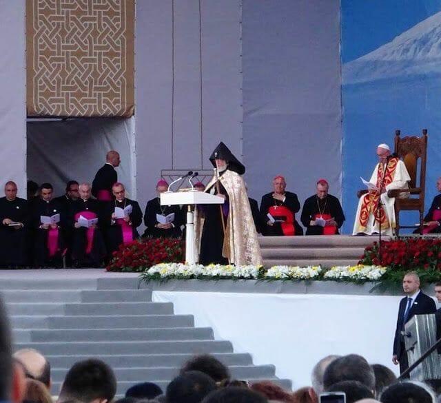 el papa y el jefe iglesia armenia