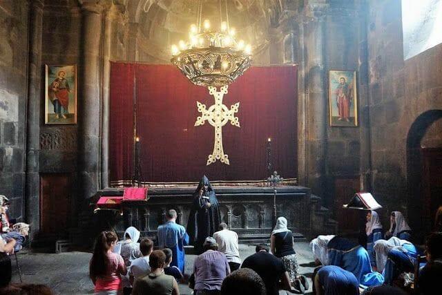 monje monasterio geghard