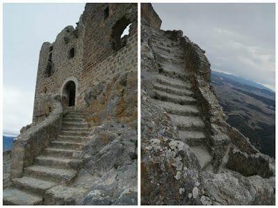 castillo de queribus escaleras