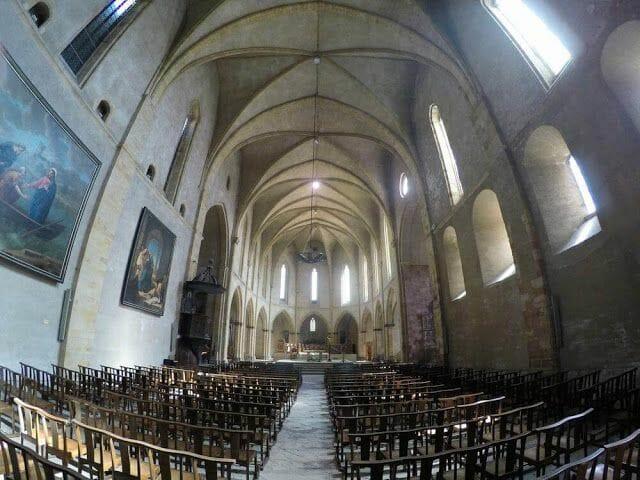 Iglesia de San Volusien interior