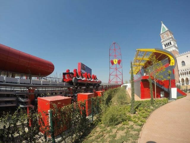 Red force de ferrari land Por Aventura