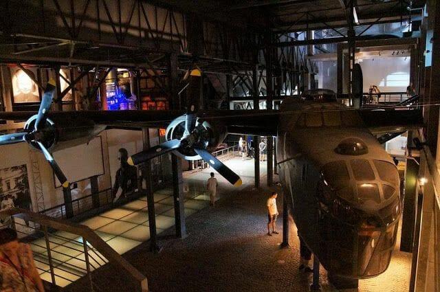 Museo del levantamiento de Varsovia b 24