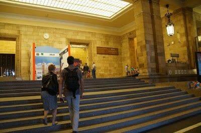 acceso al Palacio de la Cultura y la Ciencia
