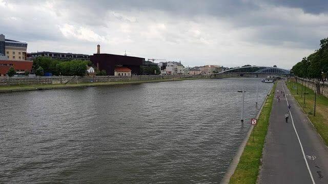 río junto al El Gueto de Cracovia, barrio de Podgorze