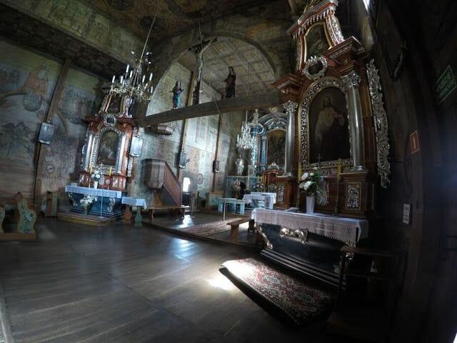 interior iglesia de Blizne - iglesias de madera de Polonia