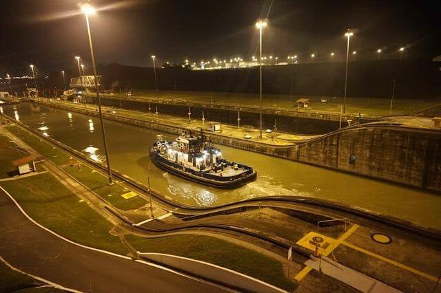 Visitar la esclusa de Miraflores de noche