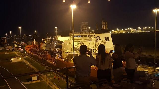 Visitar el canal de Panamá de noche