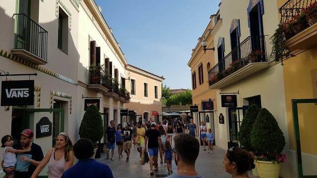 calles de la Roca Village Barcelona outlet