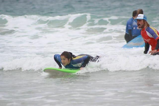 mujer surf