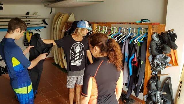 hacer surf en Fuerteventura