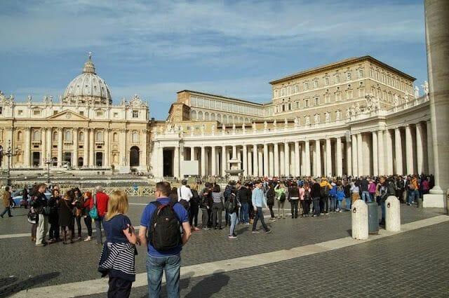 cola acceso basilica san pedro
