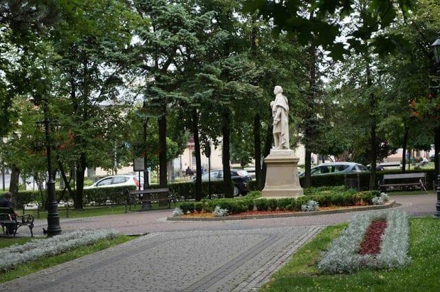 estatua de Adam Mickiewicz que ver en Wieliczka