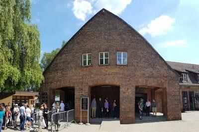 Casa entradas auschwitz - Cómo ir de Cracovia a Auschwitz