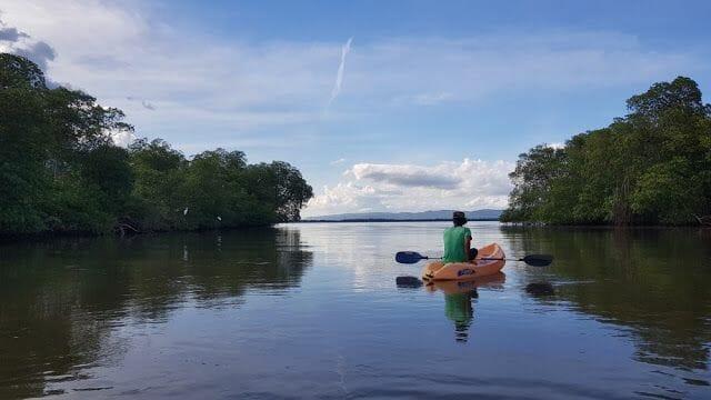 Canoa el tramo del río Jivales
