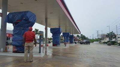 gasolinera cerrada por el huracán María en Punta Cana