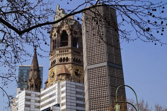 iglesia del Recuerdo o Kaiser-Wilhelm-Gedächtniskirche desde bus turístico Berlín