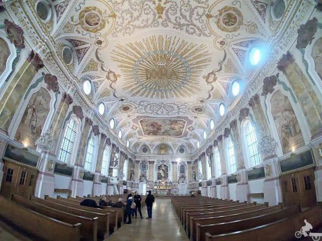Bürgersaalkirche nave interior