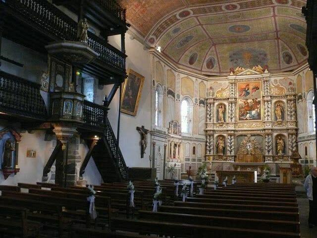 interior iglesia Espellette