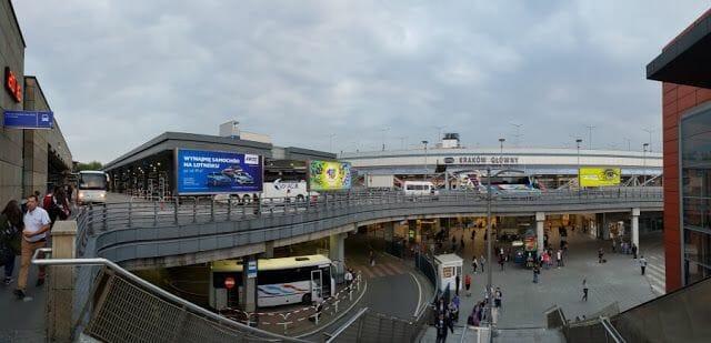 Estación central de trenes y buses de Cracovia