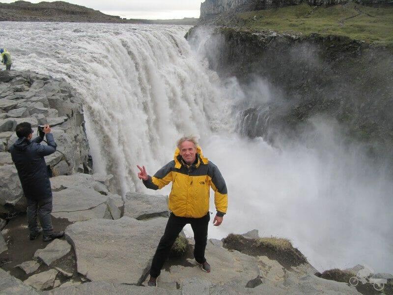 ver cataratas es viajar a islandia barato