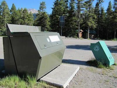 contenedores de basura del camping mosquito creek