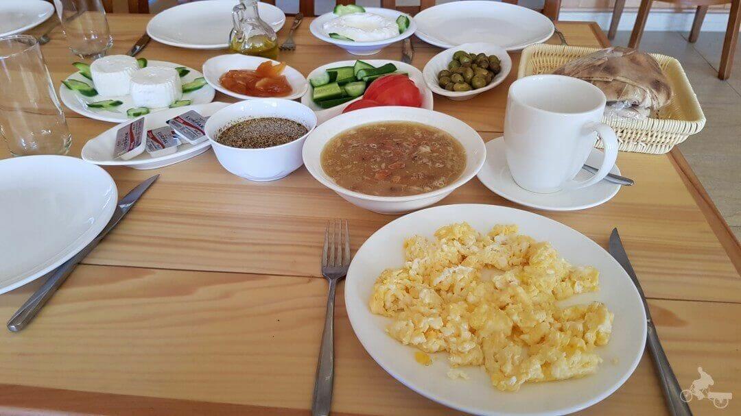 desayuno hotel samar bisharri