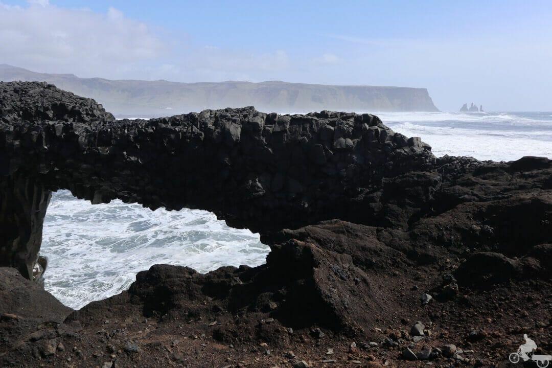 roca arco reynisfjara